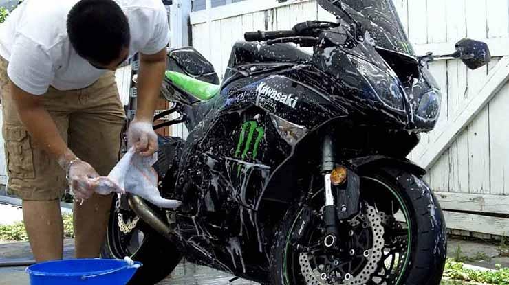 Rutin Mencuci Sepeda Motor