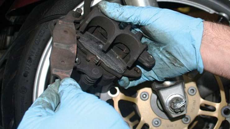Begini Cara Ganti Kampas Rem Motor Honda Beat Depan Belakang