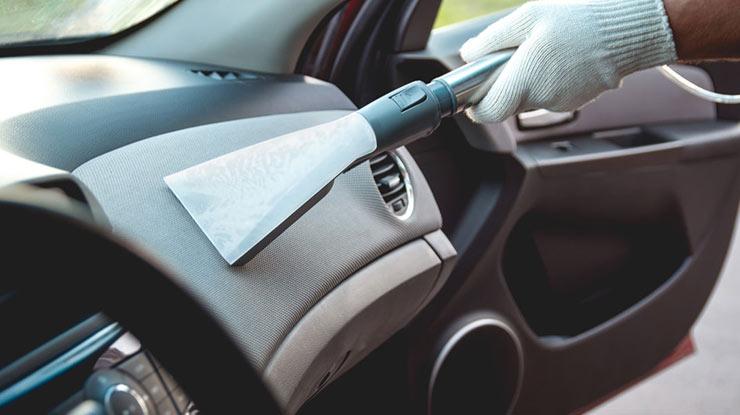Cara Membersihkan Dashboard Mobil Dengan Vacuum Cleaner