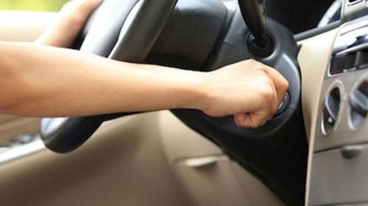 Mematikan Mesin Mobil Dengan Kunci