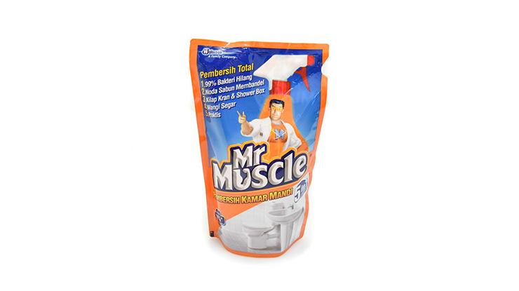 Membersihkan Blok Dengan Mr Muscle