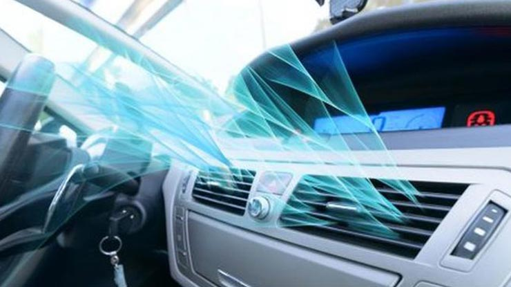 Menyalakan AC Mobil
