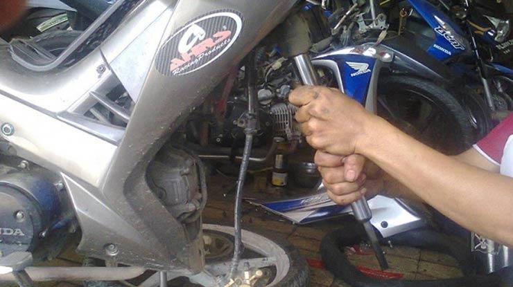 Biaya Servis Shock Depan Motor